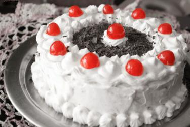 Delish Black Forest Cake for Pune