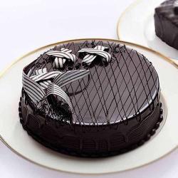 Eggless Half Kg Dark Chocolate Cake Treat for Pune