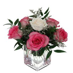 Enticing Fresh Rose Vase for Jalandhar