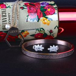 Exclusive Fashion Jewellery Gift on Mothers Day for Dombivli