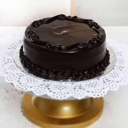 Half Kg Dark Chocolate Cake Treat for Kolkata