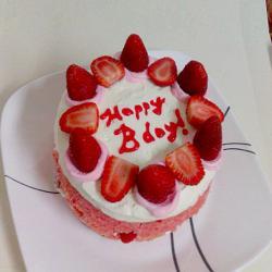 Half Kg Strawberry Birthday Cake for Kakinada