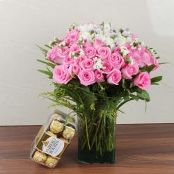 Mix Fresh Roses Glass Vase with Ferrero Rocher Chocolate Box for Baroda
