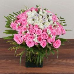 Mix Fresh Roses Glass Vase for Hyderabad