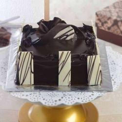 One Kg Dark Chocolate Cake Treat for Ahmedabad