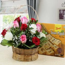 Soan Papdi Sweet with Roses Arrangement for Lucknow