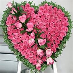 Spectacular Heart shap arrangement for Mathura