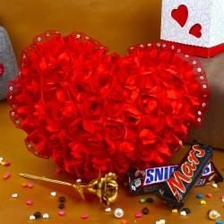 Valentine Combo of Roses Heart with Golden Rose and Chocolates for Jaipur